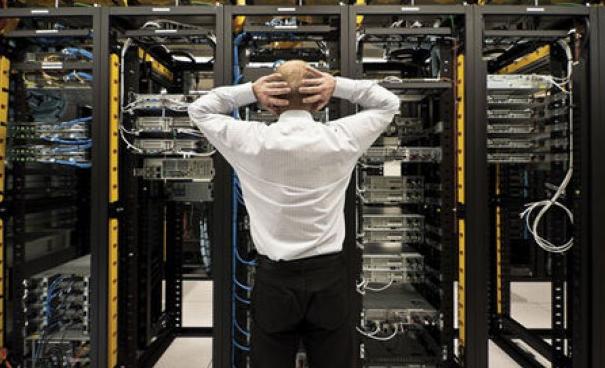 Thuê chỗ đặt máy chủ Server nên chọn VDC hay FPT