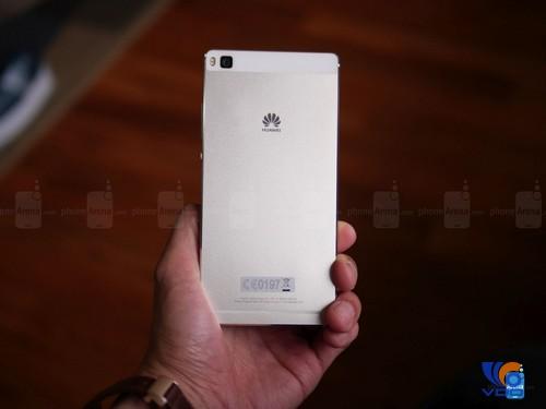 can-canh-dap-hop-smartphone-huawei-p8-mong-hon-ca-iphone-6-2