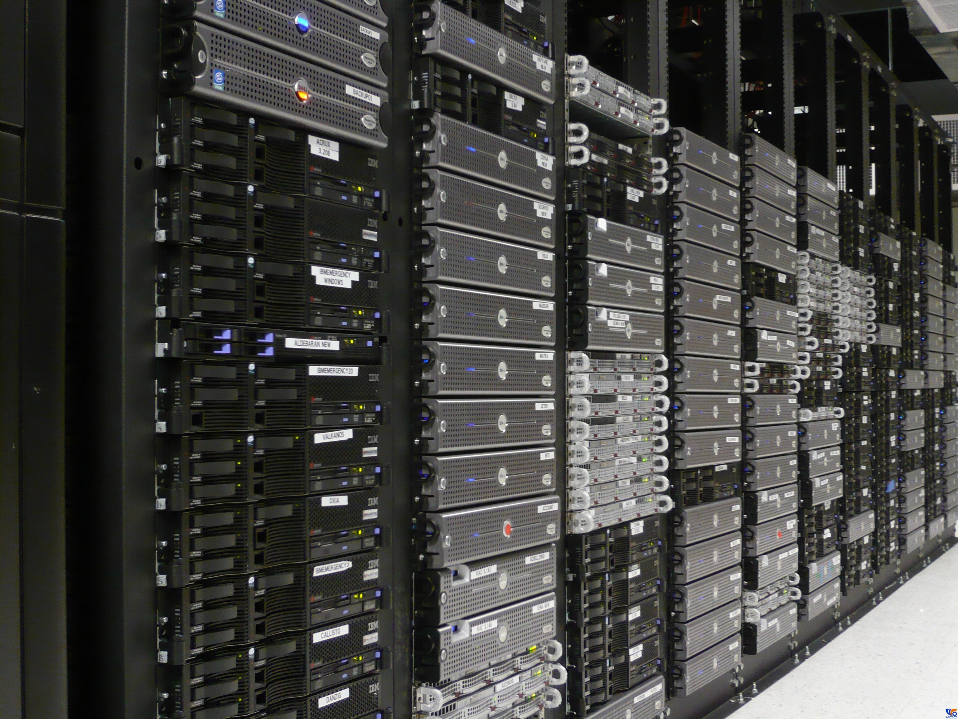 Không gian chỗ đặt máy chủ trong trung tâm dữ liệu